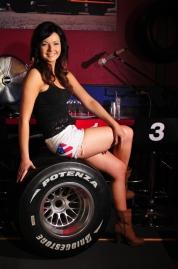 Tiina ja F1 Bridgestone rengas