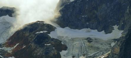 Glacier south of Laguna Esmeralda