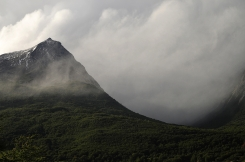 Mountains behind Rio Pipo