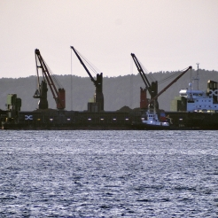 Loading fossile coal to barges