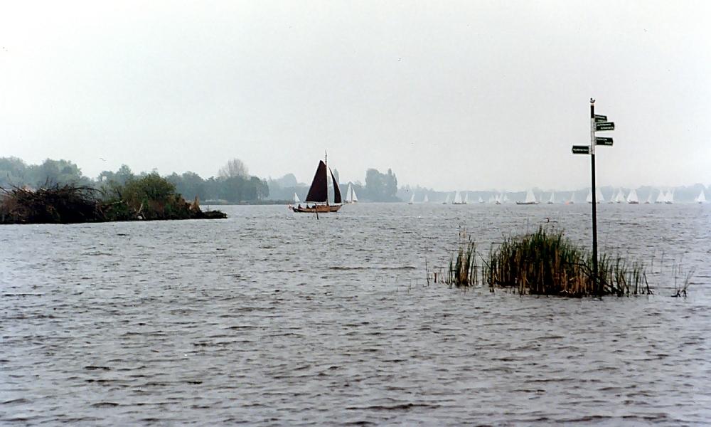 Heinäsaarten tienviitat Loosdrechtseplassen