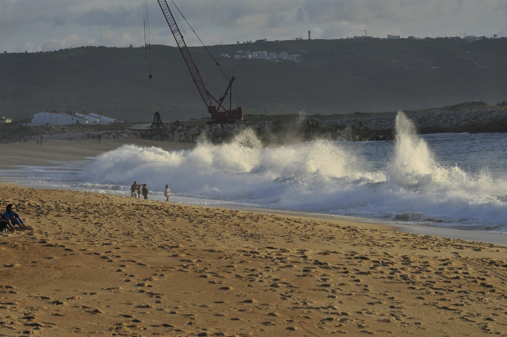 Breaking waves, Nazaré beach