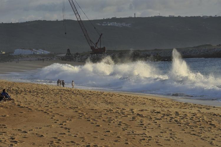 Breaking waves, Nazaré beach