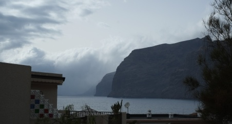 Los Gigantes, 700 m high cliffs