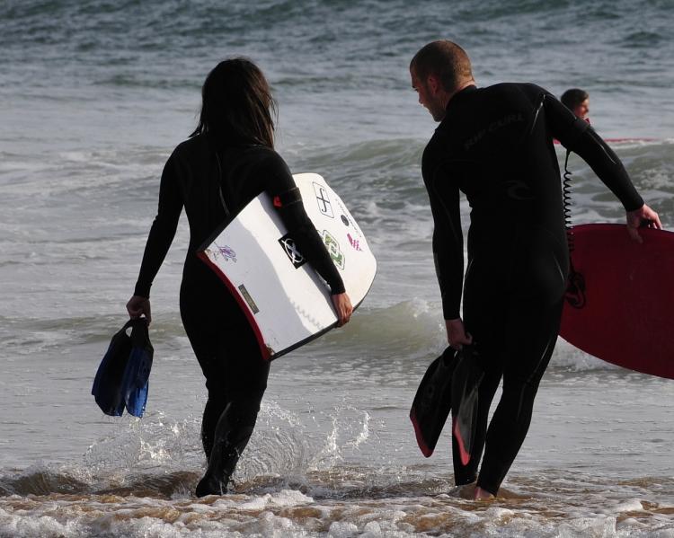 surffer-couple